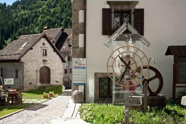 Pesariis u orologio ad acqua a turbina